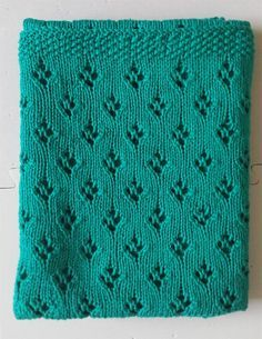 Free easy knitting pattern for Alex's Baby Blanket - Angie Jaszek's carriage blanket is an easily memorized pattern of tulip lace. Size about 29″ wide but you can customize by adding repeats. Pictured project is by wingweave