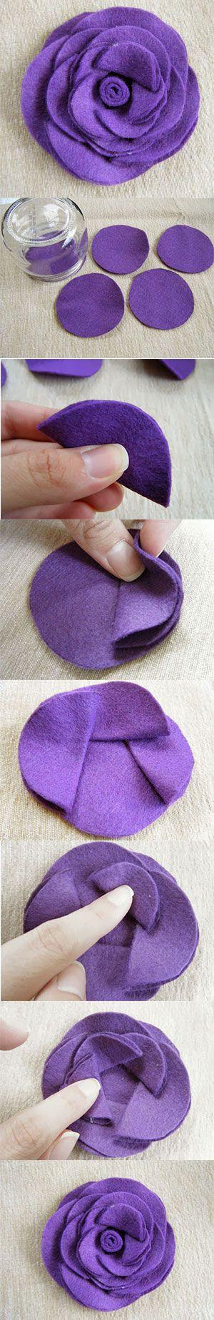 Flor de feltro feita com círculos colados                                                                                                                                                     Mais                                                                                                                                                     Mais