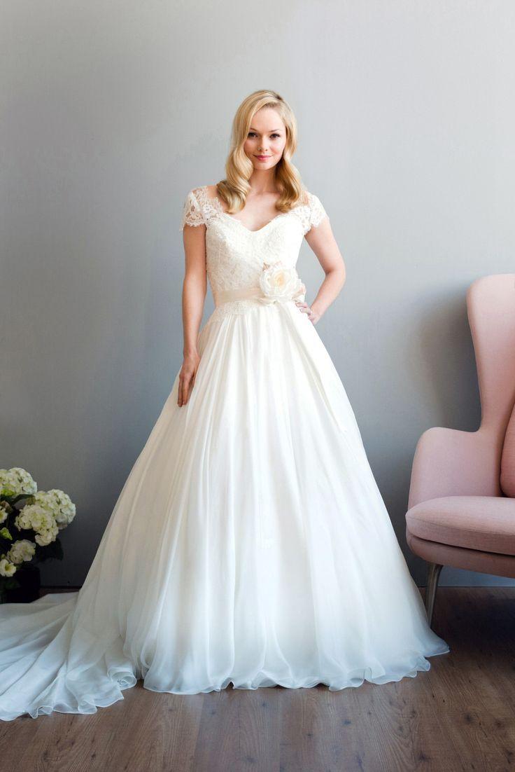 76 best wedding dresses images on Pinterest   Short wedding gowns ...