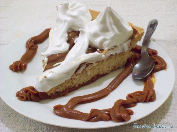 Tarta de dulce de leche y merengue #RecetasGratis #RecetasdeCocina #RecetasFáciles #Postres #PostresFáciles #Desserts #PostresCaseros #Tarta #Merengue #DulcedeLeche