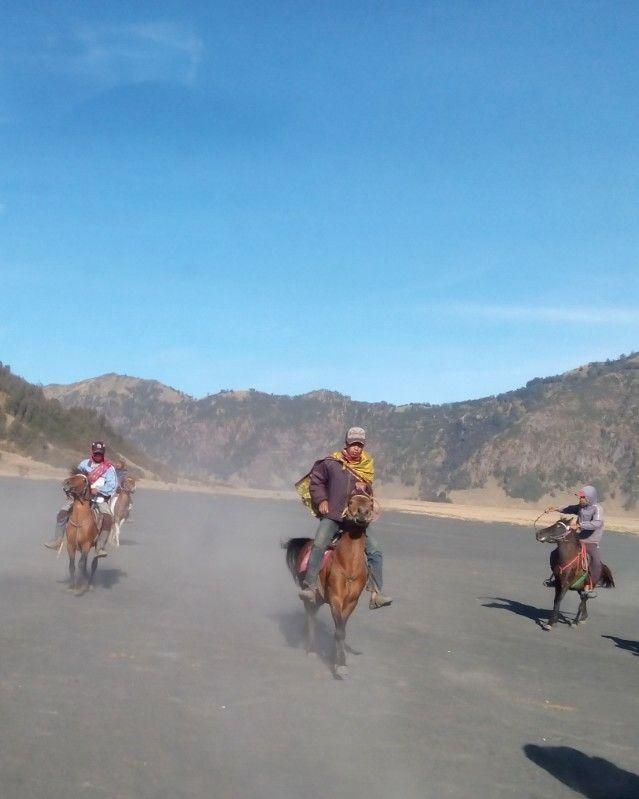 Boi..lari Boi. Bromo - Indonesia