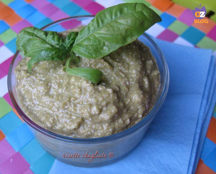 Il pesto di fagiolini è una ricetta leggera che accompagna con gusto sia la pasta che le grigliate: perfetta per la stagione estiva, si può anche congelare.