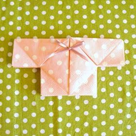LillyTyll: Babytröja - servettvikning i 10 enkla steg