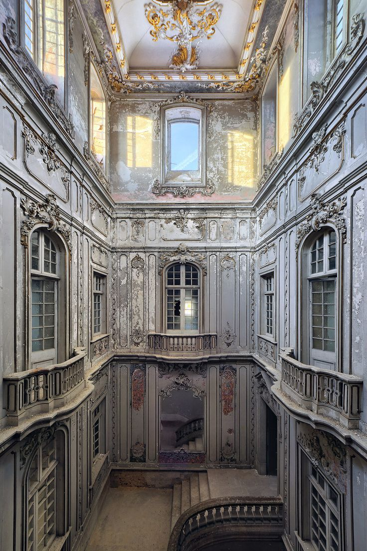 The stair hall of a derelict palace [1067×1601] by Benjamin Wießner