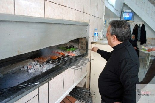 Kebab cooker! Kebabci Rido, Mardin, Turkey, Copyright Harbiyiyorum.com 2014 #kebab #meat #grill #food