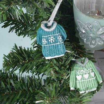 Sa decoram bradul! Ornament pulover: http://www.fungift.ro/magazin-online-cadouri/Ornament-pulover-p-18674-c-276-p.html