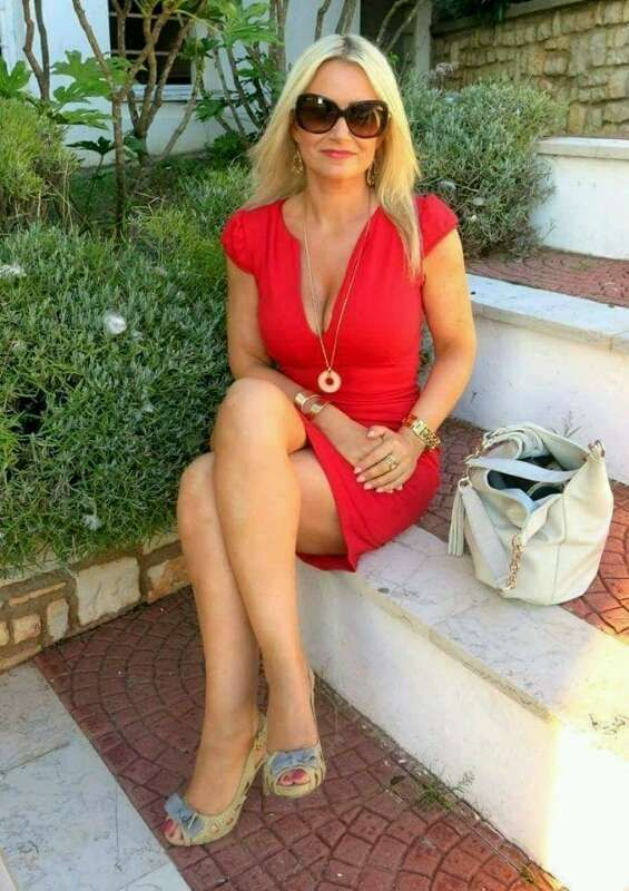 red ash milf women Free hairy pussy sex pictures of hirsute women & girls just beautiful hairy women  hairy milf strips off her dress  hairy beauty natalya loves to show.