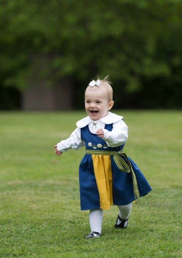 キュートなエステル王女 写真:SPLASH/アフロ ▼19Jul2015Walkerplus|ジョージ王子にライバル?スウェーデンの王女がかわいい http://news.walkerplus.com/article/61932/ #Princess_Estelle #Prinsessan_Estelle #艾絲黛拉公主 #艾丝黛拉公主 #الأميرة_أستل #Принцесса_Эстель #شاهدخت_استل #에스테르_공주