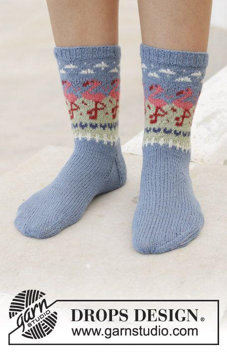 Gestrickte Socken in DROPS Flora. Die Arbeit wird …