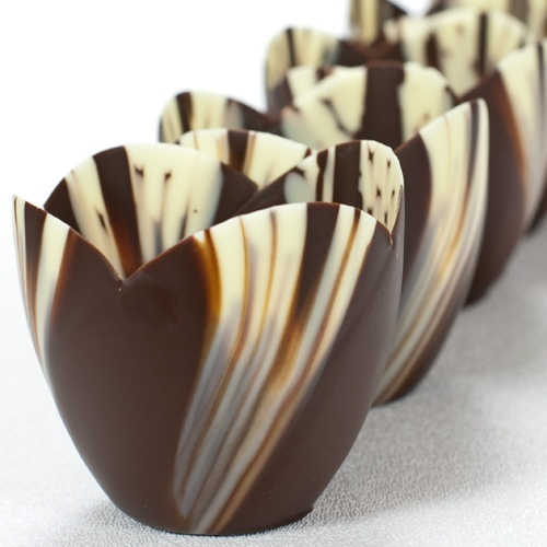 Beautiful chocolate tulip bowls use a little balloon and dip into choc , let set then deflate balloon slowly by putting a pin under the tied part
