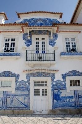 Fachada detalle de la estación de tren de Aveiro, Portugal.