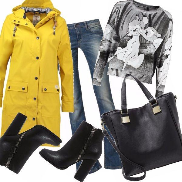 Piove o cade la prima neve? Eccoci qua! Un pò di allegria portandoci il sole con noi, indossando questo impermeabile giallo intenso con cappuccio, denim anni '70 un tronchetto comodo con tacco largo e la felpa dolcissima e spensierata!