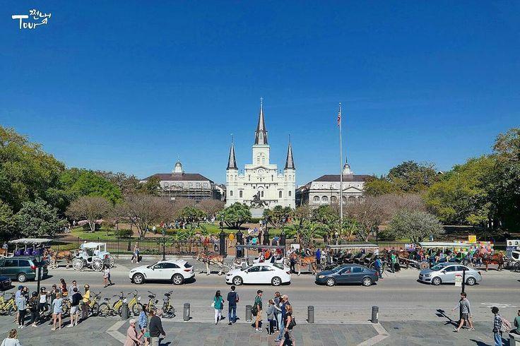 2016 St. Louis Cathedral in New Orleans  미국에서 가장 오래된 성당 뉴올리언즈 가면 대부분 이 근처에서 서성이며 각종 음악과 미술을 즐길 수 있다 . #여행스타그램 #미국 #뉴올리언즈 #루이지애나 #성당 #재즈 #미술 #봄방학 #trip #travel #tour #america #neworleans #stlouis #Cathedral #frenchquarter #springbreak #paint #jazz #쩐내투어 by pjjeonhyun