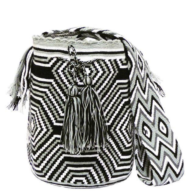 Wayuu bag .  #wayuu#wayuubag#wayuubags#handcrafted #handmade#bag#handbag#shoulderbag #crochet#knitting#yarn#blackandwhite#grey #tassel#art#craft#design#pattern #fashion#fashionista#outfit#look#moda#boho #gypsy#hippiechic#tribal#trend#liveauthentic #style