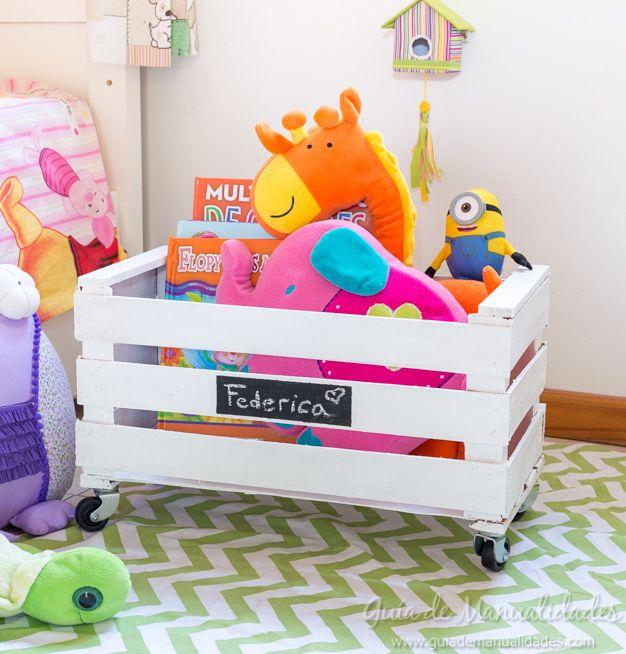 ¿Qué les parece si hacemos un DIY que nos ayude a reciclar y nos sirva para organizar los juguetes de los peques? Este juguetero será la estrella de su habitación!