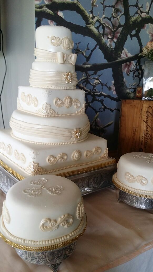 White  3 tier wedding cake with fresh fruits and rock roses, www,helens-cake-craft.co.za