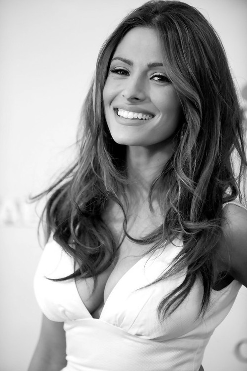 What a smile! I'm not sure if it's Sarah Shahi's fun and flirty look, but she always looks as if she is loving life.