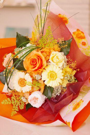 結婚式の両親への贈り物としても素敵なプリドフラワーの花束です。ウェディングの大切な思い出と共に長く楽しめます。