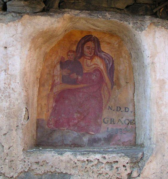 Herin (comune di Antey Saint André) - Madonna datata 1833 - all'inizio dell'itinerario che da Antey porta al lago di Lod (Lot).