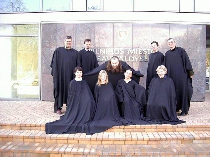 Kahden liettualaisen kuoron konsertti Hakunilan kirkossa sunnuntaina 15.3.2015 klo 14.  Ohjelma 10 €.  Kuorot ovat: Dainija kuoro sekä YMCA -Ensemble, nuorisokuoro  Kuorojen ohjelmisto: gospelia, negrospirituaaleja sekä viihteellisempää musiikkia.  Tervetuloa!  Vantaan NMKY kerää lahjoituksina soittimia (ei isot pianot) Liettuan YMCA:n käyttöön. Ilm Justukselle 040-7620162  tai tuo Hakunilan kirkolle.