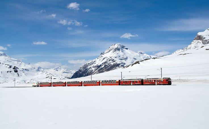Bernina Express, Ελβετία: Συνδέοντας την παγωμένη βόρεια με την ηλιόλουστη νότια Ελβετία, αυτό το τρένο ξεκινά από την Κουρ (Ελβετία) και καταλήγει στο Τιράνο (Ιταλία) προσφέροντας εικόνες από χιονισμ