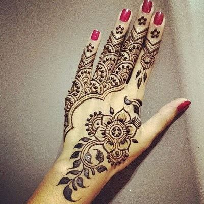 Most astonishing back mehendi design.