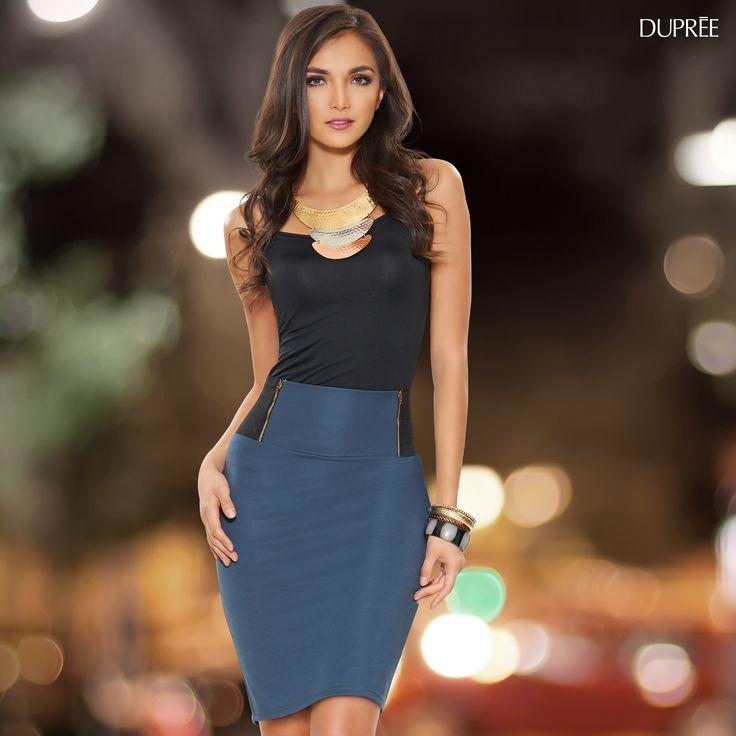 Falda azul elegante y top negro #outfit elegante.