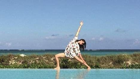 """Privéles van yogagoeroe Tara Stiles: """"Opgeblazen buik of stress? Voor ieder kwaaltje is er wel een pose"""""""
