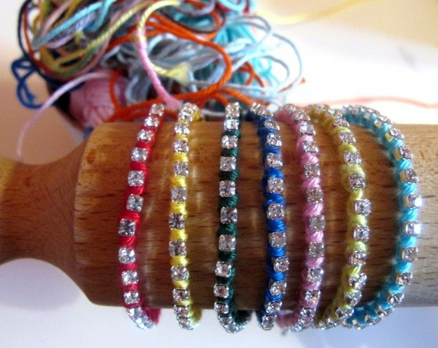 Fili di cotone e strass per i bracciali