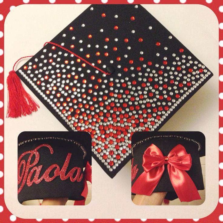 Un detalle especial para un momento único! Birrete de Graduación decorado. Rojo, blanco y negro!