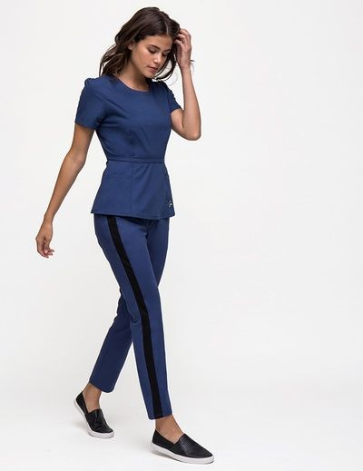 Elevate your medical game with this streamlined, tapered pant. #scrubs #medicalscrubs #jaanuu