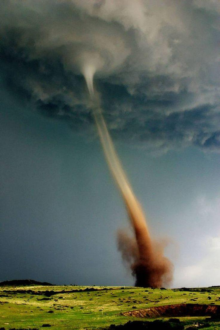 goed-slecht, licht-donker, lichte wei-tornado. allemaal contrasten