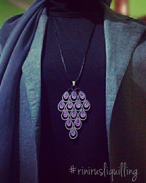 Paper quilling necklace Pagi ini berangkat kerja dengan kalung yang saya buat…