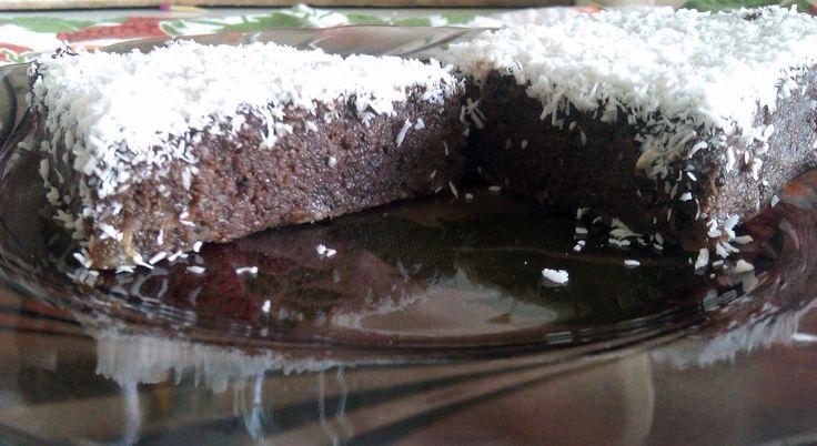 Raw Vegan Brownie... desert sanatos, usor, bun chiar si pentru fetele care vor sa slabeasca.