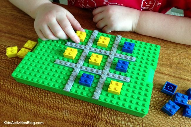 You can make a LEGO game. It's easier than you think with this simple Tic Tac Toe board made completely from LEGOS. Your kids will love this fun LEGO game!