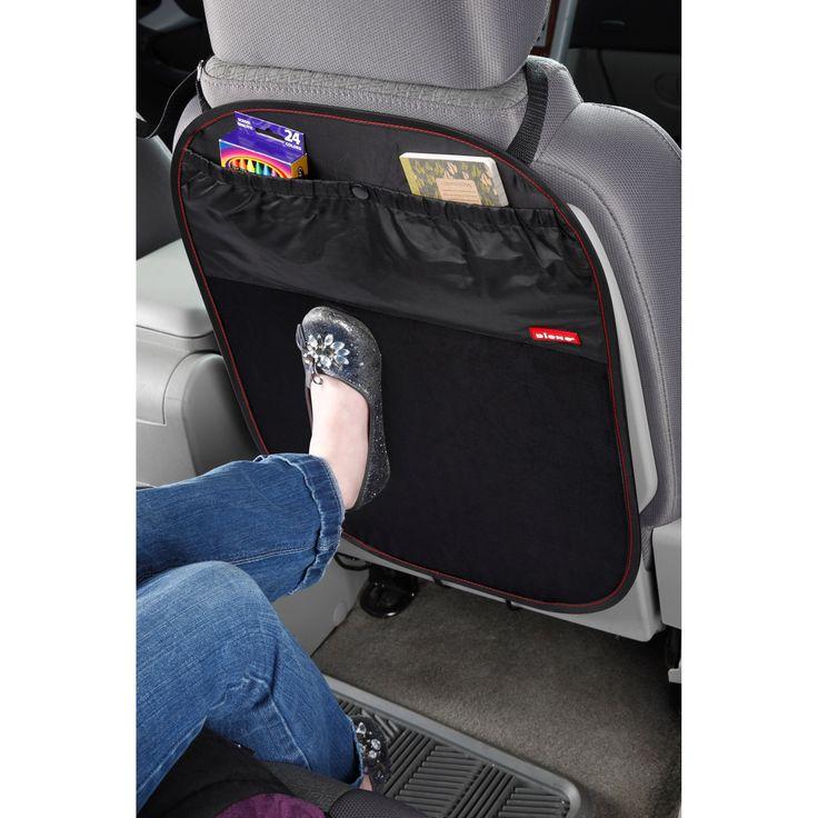 Le protecteur de dossier de siège Stuff'n Scuff par Diono est en tissu lavable et imperméable pour protéger le dossier de votre véhicule de la boue et la saleté.  Il permet en même temps de ranger quelques jouets ou accessoires pour les voyages en voiture !