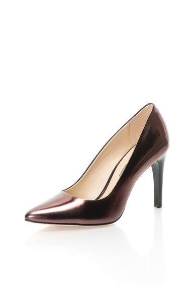Lupita Fémes Burgundi Bőrcipő a Calvin Klein márkától és további hasonló termékek a Fashion Days oldalán