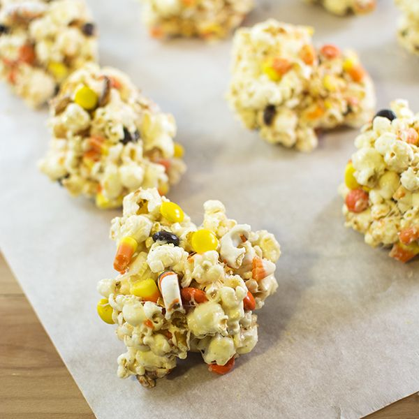 Halloween Popcorn Balls - These Halloween popcorn balls make a delicious Halloween treat just to enjoy or to take to a Halloween party.