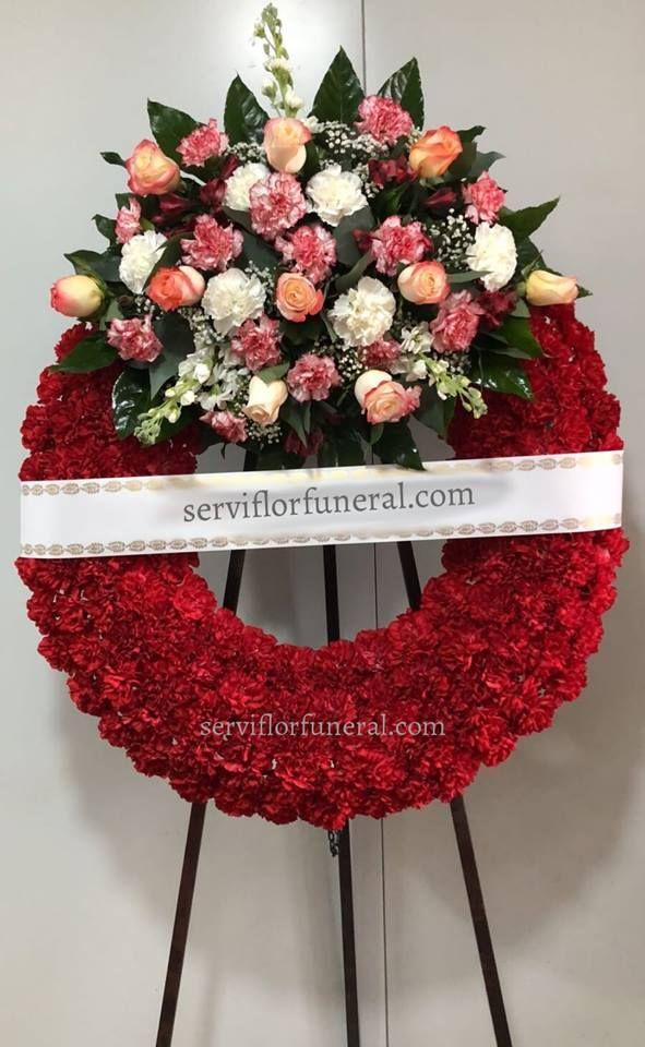Coronas funerarias, corona de flores para difunto ofrendada en el tanatorio de Murcia, España. Coronas funebres para funerales en España