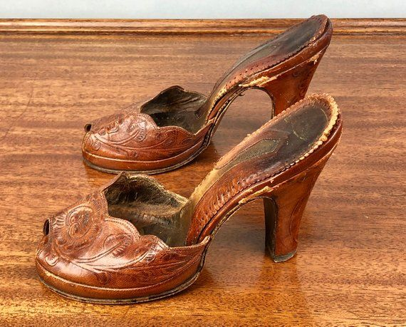c55626a720752 1940s Tooled Leather Platform Shoes | Vintage 40s Burnt Caramel ...