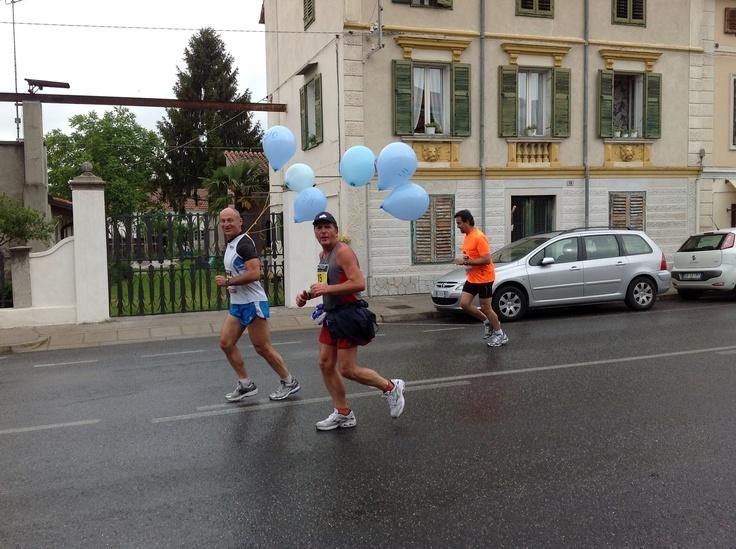 I maratoneti passano davanti all'hotel Franz!