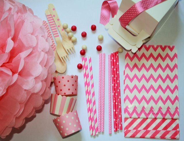 paper straw rosa, pon pon e portacupcakes, tutto in pink!! una proposta per la festa di una vera principessa! www.ilciucciobabyshower.it/shop