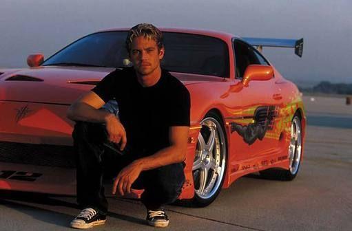 Ator de 'Velozes e Furiosos' morre em acidente de carro  Paul Walker era passageiro em um Porsche que se chocou contra uma árvore na cidade de Santa Clarita, na Califórnia.