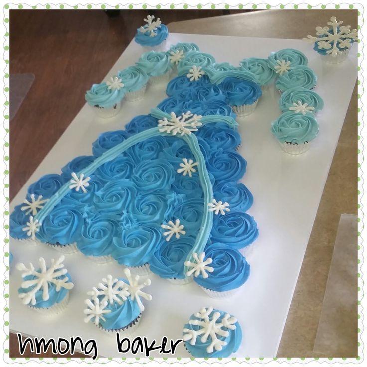 Elsa pull apart cupcake cake.  A frozen Elsa cake.