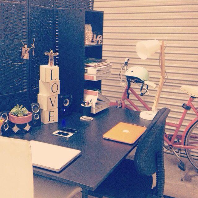 Crea tu #oficina o #lugardetrabajo en el #garaje.    #vintage #garagehomeideas #homeoffice #office #decor