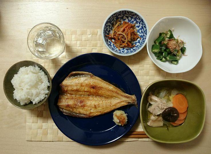 2014/11/16 今夜は置物さんの「魚食べたい」発言により、ホッケ、鶏肉と野菜の煮物、オクラ、人参大根きんぴら。