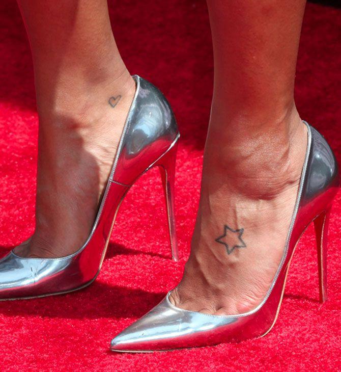 Tatuaggi stelle: stella sul collo del piede