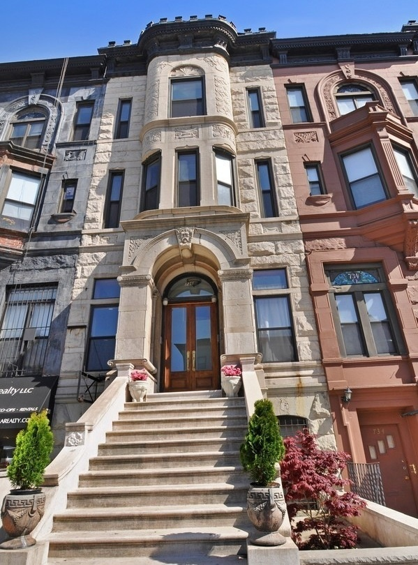 17 best images about brownstone dreams on pinterest for Townhouses for sale in harlem