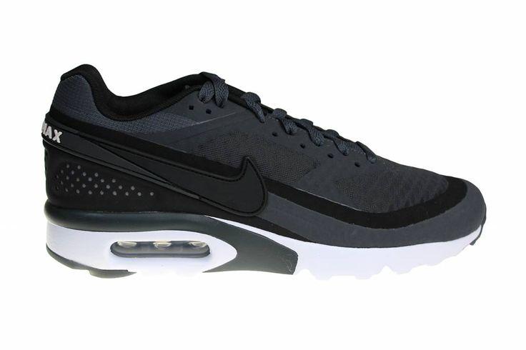De Nike Air Max BW Ultra voor heren. De kleur antraciet en het synthetisch  materiaal