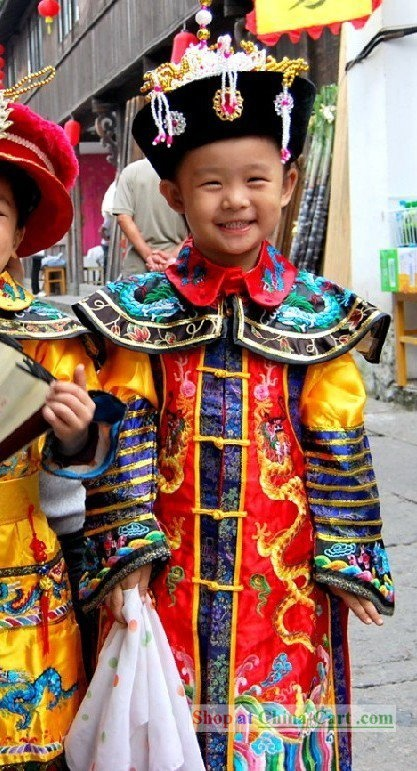 Super cute child in beautiful Chinese outfit!
